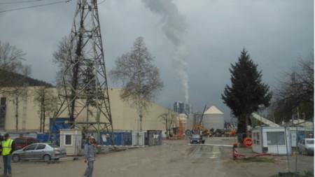 Австрийският дървопреработвателен завод, който, според протестиращи, замърсява въздуха
