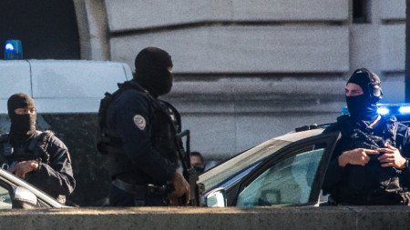 В Париж при засилени мерки за сигурност започна процесът срещу участниците в терористичните атентати през ноември 2015 г.