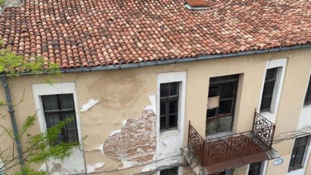 Последици от труса в Пловдив. Няма пострадали граждани и значителни материални щети след земетресението с епицентър на 18 км от града в посока град Раковски.