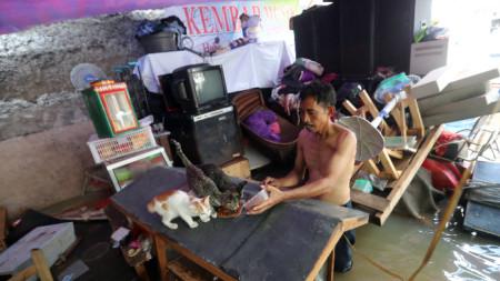 Наводнения взеха десетки жертви в столицата на Индонезия.