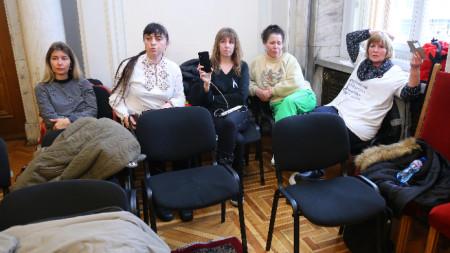 Медицинските сестри останаха през цялата нощ в парламента