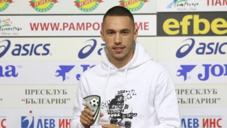 Станислав Иванов с наградата.