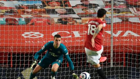 Бруно Фернандеш от Манчестър Юнайтед бележи от дузпа за 3:1