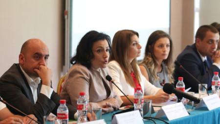 Танева определи като основателни критиките на еврокомисаря по здравеопазването Витянис Андрюкайтис по отношение на предприетите мерки за справянето с разпространението на заразата.