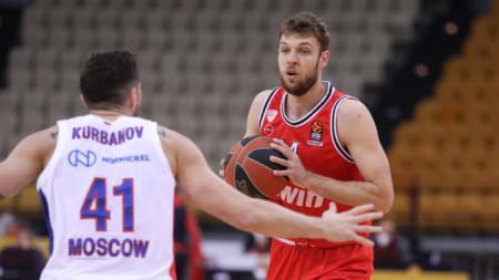 Везенков започна титуляр и игра 34 минути за Олимпиакос.