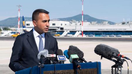 Външният министър на Италия Луиджи ди Майо по време на  посещението си в Либия