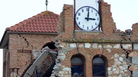 Поражения по сградата на църква в село, близо до Лариса - 3 март 2020 г.