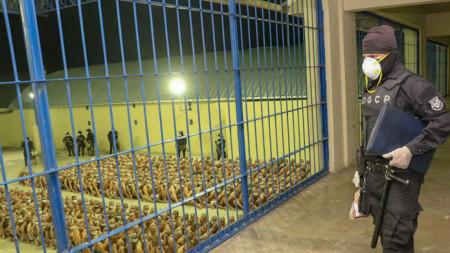 Затвор с максимална степен на сигурност в Ел Салвадор.