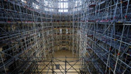 Укрепването на конструкцията на парижката катедралата Нотр Дам