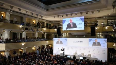 Държавният секретар на САЩ Майк Помпейо пред участниците във форума в Мюнхен.