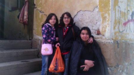 Гергана Сърбинска с дъщерите си