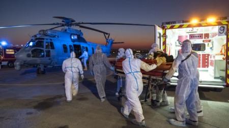 Евакуация на заразен пациент с коронавируса във Франция.