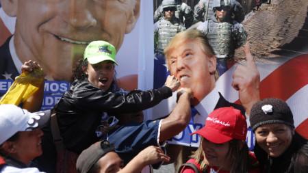 Привърженици на президента Мадуро на митинга в Каракас.