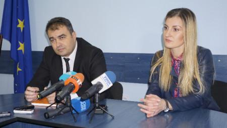 Старши комисар Петър Коцин и окръжният прокурор Ваня Ненкова.
