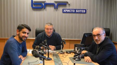 """Емил Джасим, Митко Новков и доц. Веселин Методиев (отляво надясно) в студиото на програма """"Христо Ботев"""""""