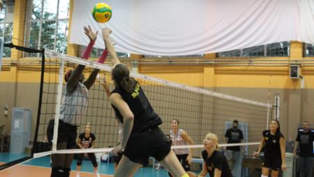 Марица спечели  първата си контрола срещу носителките на 21 титли в Румъния