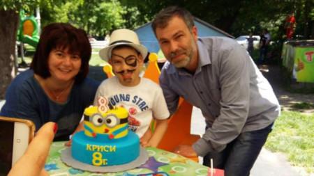 Ваня Вълева със сина си Криси