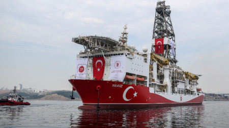 Турският сондажен кораб