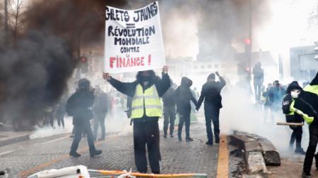 """Демонстрация на """"жълтите жилетки"""" във Франция"""