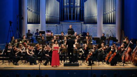 Соня Йончева и Манхаймските филхармоници с диригент Боян Виденов