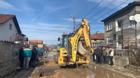 Отстраняване на авария в Перник.