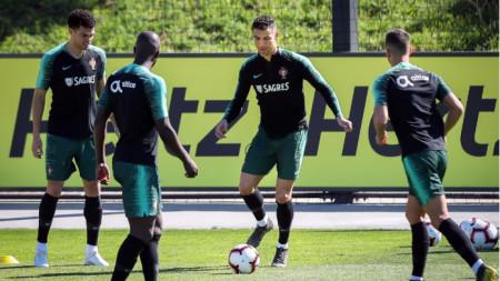 Роналдо тренира на базата в Оейраш.