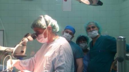 Д-р Ален Петров в дясно