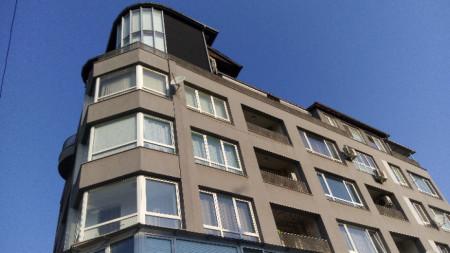 Сградата, в която председателя на КПКОНПИ Пламен Георгиев има тризонет и тераса със сауна