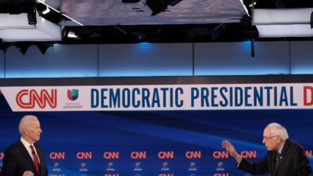 Джо Байдън (вляво) и Бърни Сандърс са основни претенденти за номинацията в Демократическата партия