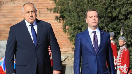 """Пред храм """"Св. Александър Невски"""" се проведе церемония по посрещане на Дмитрий Медведев."""