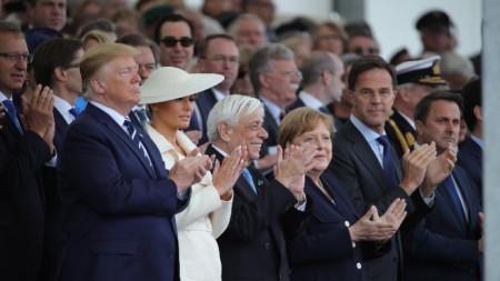 Ангела Меркел и Доналд Тръмп по време на церемонията в Портсмут