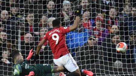 """Манчестър Юнайтед победи Манчестър Сити с 2:0 на """"Олд Трафорд"""""""