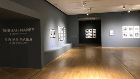 """Вивиан Майер, """"В нейните ръце"""" – фотографска изложба в СГХГ, 23 април - 2 юни 2019."""