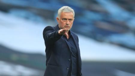 Жозе Моуриньо оставя осем футболисти в Англия.