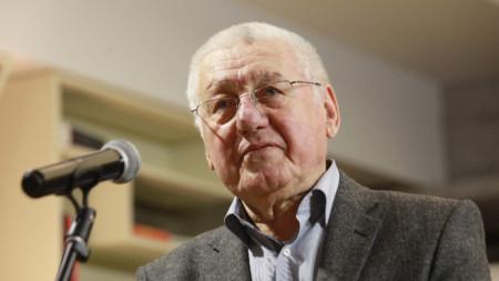 Никола Петков
