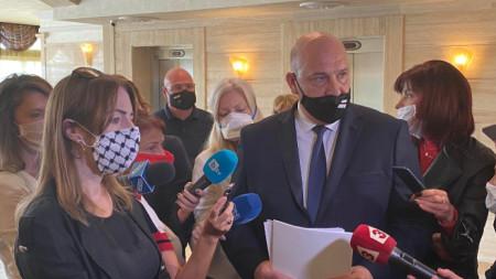 Клеър Дейли и кметът на Поморие Иван Алексиев