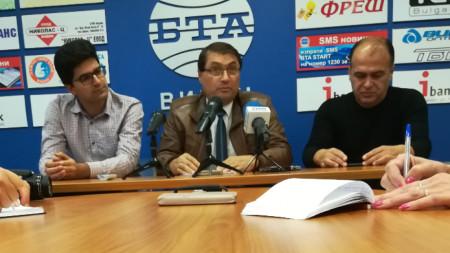 Мариан Димитров /в средата/- председател на АДРА-България
