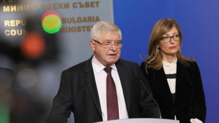 Министрите Кирил Ананиев и Екатерина Захариева