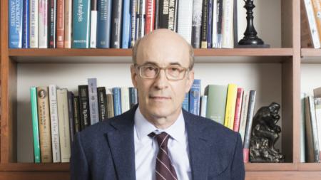 Проф. Кенет Рогоф - преподавател в Харвардския университет и бивш главен икономист на МВФ.