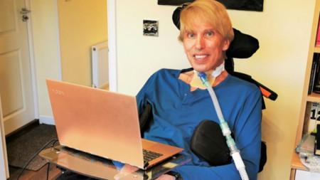"""След като д-р Питър Скот-Морган излезе от интензивно отделение и обяви във Фейсбук профила си, че """"Питър 2.0 вече е онлайн""""."""
