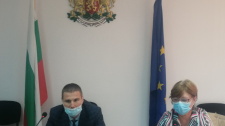 Областният управител Стефан Мирев и директорът на РЗИ д-р Фани Петрова
