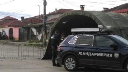 На 4 май областният медицински съвет в Ямбол взе решение да затвори ромската махала в града. Със заповед на директора на РЗИ Ямбол се ограничава достъпът на граждани и автомобили в района с контролно-пропускателни пунктове на входно-изходните точки.