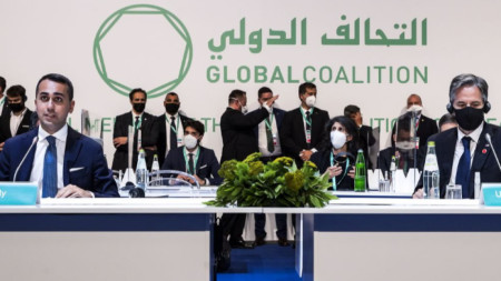 """Външният министър на Италия Луиджи Ди Майо и държавният секретар на САЩ Антъни Блинкън на срещата на Коалицията срещу тероризма и терористичната групировка """"Ислямска държава""""."""