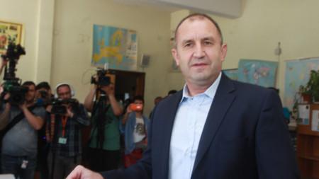 Президентът Румен Радев упражни правото си на вот в столичния квартал
