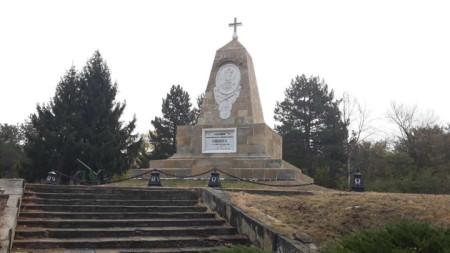 Възстановеният паметник на Александър Втори в Свищов.