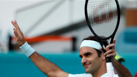 Роджър Федерер е на четврътфинал в Маями.