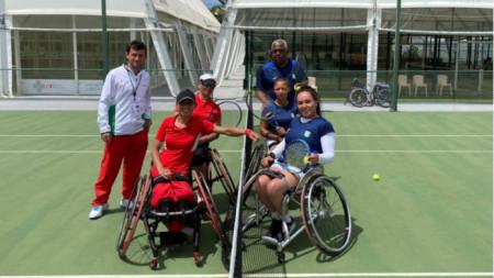 Зоя Чавдарова (в червено на преден план) и Мария Петрова отстъпиха на Бразилия.