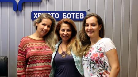 Милица Джанджова, Ива Дойчинова и Зорница Безлянкова (отляво надясно)