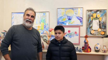 Вихрони Попнеделев и неговия внук Боби.