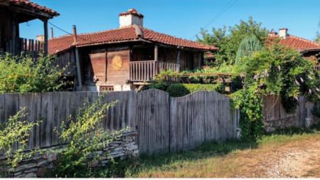 La aldea de Brashlian ofrece un paseo romántico por el pasado